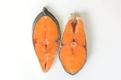 Φρέσκια ψαριών μπριζόλα σολομών σολομών ακατέργαστη που απομονώνεται σε ένα άσπρο υπόβαθρο Στοκ φωτογραφία με δικαίωμα ελεύθερης χρήσης