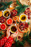 Φρέσκια ψημένη φέτα πιτών σοκολάτας στην αγροτική επιτραπέζια ρύθμιση αγροτικός Στοκ Φωτογραφία