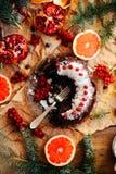 Φρέσκια ψημένη φέτα πιτών σοκολάτας στην αγροτική επιτραπέζια ρύθμιση αγροτικός Στοκ Εικόνες