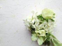 Ανθοδέσμη λουλουδιών με την πεταλούδα Στοκ Φωτογραφίες