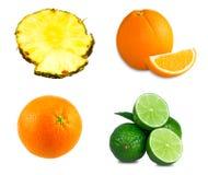 Φρέσκοι ασβέστες, τεμαχισμένο πορτοκάλι, juicy φέτες ανανά στοκ εικόνες