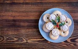 Φρέσκοι Βρετανοί κομματιάζουν τις πίτες για τα Χριστούγεννα Στοκ Φωτογραφία