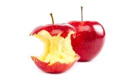 Φρέσκοι κόκκινοι μήλα και πυρήνας μήλων Στοκ φωτογραφία με δικαίωμα ελεύθερης χρήσης