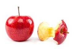 Φρέσκοι κόκκινοι μήλα και πυρήνας μήλων Στοκ Φωτογραφία