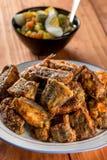 Φρέσκοι τηγανισμένοι μπακαλιάροι που εξυπηρετούνται στο πιάτο Στοκ Φωτογραφίες