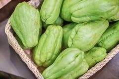 Φρέσκοι φυσικός και οργανικός chayote των φρούτων Στοκ φωτογραφία με δικαίωμα ελεύθερης χρήσης