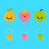 Φρέσκοι χυμός και γυαλιά Apple, φράουλα, πορτοκαλιά φρούτα με τα πρόσωπα Χαμογελώντας χαριτωμένος χαρακτήρας κινουμένων σχεδίων - Στοκ Εικόνες