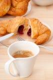 Φρέσκοι croissant γαλλικοί brioche και καφές Στοκ Εικόνες