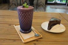 Φρέσκος και υγιής καταφερτζής βακκινίων frappe και φοντάν σοκολάτας Στοκ Εικόνες