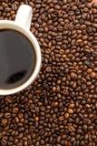 Φρέσκος, καφές ενδυνάμωσης με τη σοκολάτα Στοκ φωτογραφία με δικαίωμα ελεύθερης χρήσης