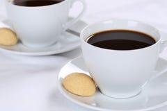 Φρέσκος καφές στο φλυτζάνι Στοκ φωτογραφία με δικαίωμα ελεύθερης χρήσης