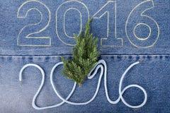Φρέσκος κλάδος του χριστουγεννιάτικου δέντρου και οι αριθμοί 2016 σχοινιού και Στοκ φωτογραφία με δικαίωμα ελεύθερης χρήσης