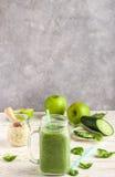 Φρέσκος πράσινος καταφερτζής από τα φρούτα και λαχανικά για έναν υγιή τρόπο ζωής Στοκ Εικόνα