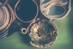 φρέσκος χρόνος τσαγιού φραουλών πορσελάνης πιάτων της Κίνας Στοκ Φωτογραφία