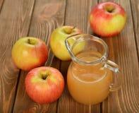 φρέσκος χυμός μήλων Στοκ Εικόνες