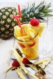Φρέσκος χυμός με τη φέτα ανανά Στοκ Εικόνα