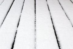 Φρέσκο άσπρο χιόνι στη σύσταση πεζοδρομίων στοκ εικόνες