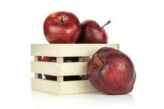 Φρέσκο ακατέργαστο κόκκινο μήλων - εύγευστος που απομονώνεται στο λευκό Στοκ φωτογραφίες με δικαίωμα ελεύθερης χρήσης