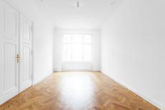 Φρέσκο ανακαινισμένο κενό δωμάτιο - παλαιό κτήριο στοκ εικόνες με δικαίωμα ελεύθερης χρήσης