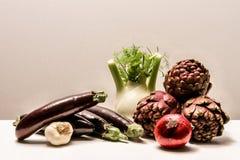 φρέσκο απομονωμένο διάφορο λευκό λαχανικών σύνθεσης Στοκ εικόνα με δικαίωμα ελεύθερης χρήσης