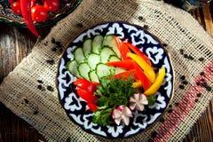 φρέσκο απομονωμένο λευκό λαχανικών πιάτων ανασκόπησης Στοκ εικόνα με δικαίωμα ελεύθερης χρήσης