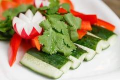 φρέσκο απομονωμένο λευκό λαχανικών πιάτων ανασκόπησης Οργανική τροφή κλείστε επάνω Στοκ Εικόνες