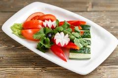 φρέσκο απομονωμένο λευκό λαχανικών πιάτων ανασκόπησης Οργανική τροφή κλείστε επάνω Στοκ φωτογραφίες με δικαίωμα ελεύθερης χρήσης
