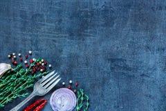 φρέσκο απομονωμένο χορτάρια λευκό καρυκευμάτων φρέσκων κρεμμυδιών Στοκ Φωτογραφίες