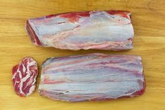 Φρέσκο ασημένιο σύνολο κρέατος κνημών της νευρώδους, μπριζόλας βόειου κρέατος από το πόδι, ταύρος, αγελάδα Τοπ όψη στοκ φωτογραφίες