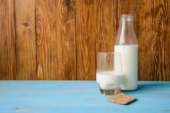 Φρέσκο γάλα στα μπουκάλια Στοκ εικόνα με δικαίωμα ελεύθερης χρήσης