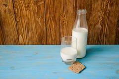 Φρέσκο γάλα στα μπουκάλια Στοκ φωτογραφία με δικαίωμα ελεύθερης χρήσης