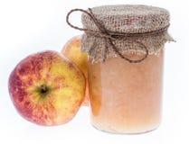 Φρέσκο γίνοντα applesauce που απομονώνεται στο λευκό Στοκ Εικόνα