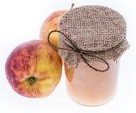 Φρέσκο γίνοντα applesauce στο λευκό Στοκ Εικόνες