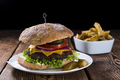 Φρέσκο γίνοντα Burger Ciabatta Στοκ Φωτογραφίες