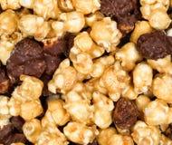Φρέσκο γαστρονομικό popcorn στο γεμισμένο σχεδιάγραμμα πλαισίων Στοκ εικόνα με δικαίωμα ελεύθερης χρήσης