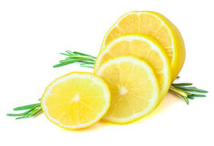 Φρέσκο λεμόνι με το δεντρολίβανο Στοκ Φωτογραφία