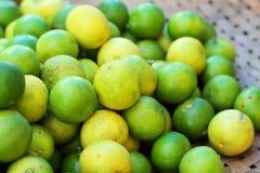 Φρέσκο λεμόνι στην αγορά Στοκ Εικόνες