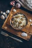 Φρέσκο εύγευστο μεσογειακό εθνικό παραδοσιακό πιάτο θαλασσινών pilaw με το ρύζι και τα μύδια στοκ εικόνα