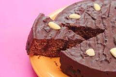Φρέσκο κέικ σοκολάτας με τα κεράσια Στοκ Εικόνα