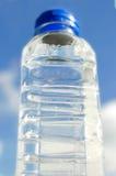 Φρέσκο και καθαρό πόσιμο νερό στο μπουκάλι Στοκ Φωτογραφίες