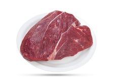 Φρέσκο κομμάτι του ακατέργαστου βόειου κρέατος που απομονώνεται στο άσπρο υπόβαθρο στοκ εικόνες