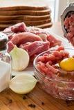 Φρέσκο κρέας που μαγειρεύεται επίγειο Στοκ εικόνες με δικαίωμα ελεύθερης χρήσης