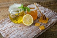 Φρέσκο μέλι μελισσών στοκ εικόνα