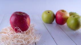 Φρέσκο μήλο, υγιής έννοια διατροφής Υγιής καλή ιδέα πρόχειρων φαγητών φρούτων πάντα πράσινο μήλου κόκκινο στοκ φωτογραφίες με δικαίωμα ελεύθερης χρήσης