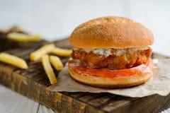 Φρέσκο νόστιμο burger κοτόπουλου Στοκ Εικόνες