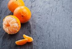 Φρέσκο ξεφλουδισμένο νεκταρίνι για ένα υγιές πρόχειρο φαγητό Στοκ Εικόνα