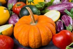 Φρέσκο οργανικό υπόβαθρο λαχανικών, ταπετσαρία - πορτοκαλιά κολοκύθα, Στοκ φωτογραφία με δικαίωμα ελεύθερης χρήσης
