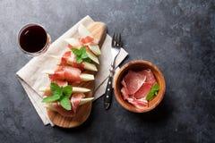 Φρέσκο πεπόνι με το prosciutto και τη μέντα Στοκ Φωτογραφία