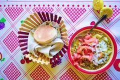 Φρέσκο πιάτο τροφίμων που εξυπηρετείται στοκ φωτογραφία με δικαίωμα ελεύθερης χρήσης