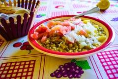 Φρέσκο πιάτο τροφίμων που εξυπηρετείται στοκ φωτογραφία